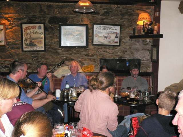 Tim pub picking in Dingle